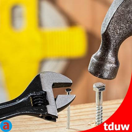 attraktionswert-kmu-ingenieure-fachpersonal-maximieren-werkzeug-nagel-schraube
