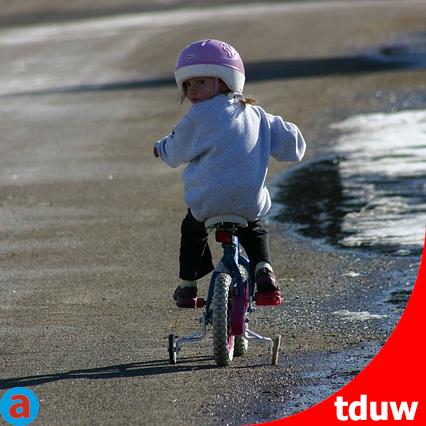 handlungsfeld-ll-lernen-lernen-fahrrad-helm-kind